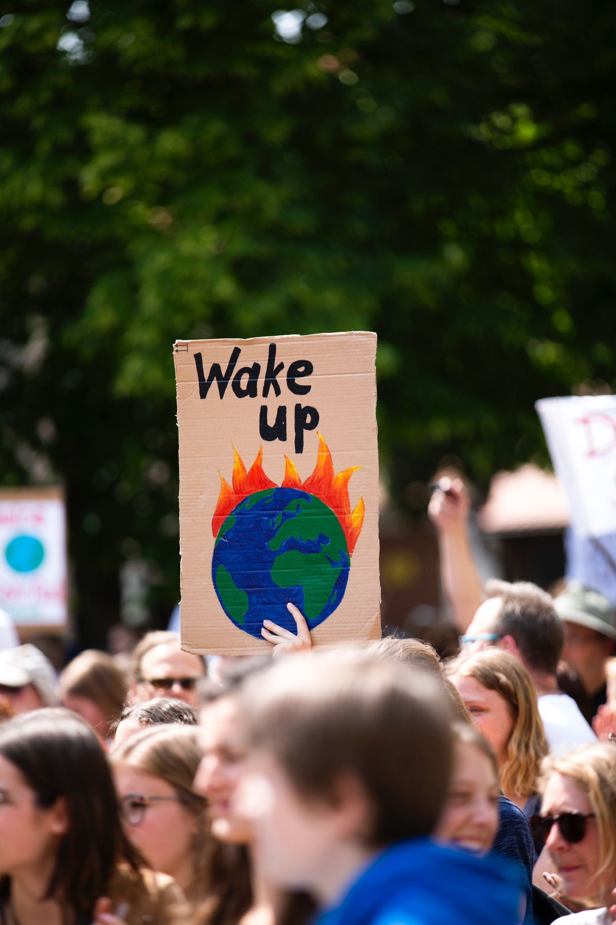 On 'Global Warming in Local Discourses: How Communities around the World Make Sense of Climate Change'
